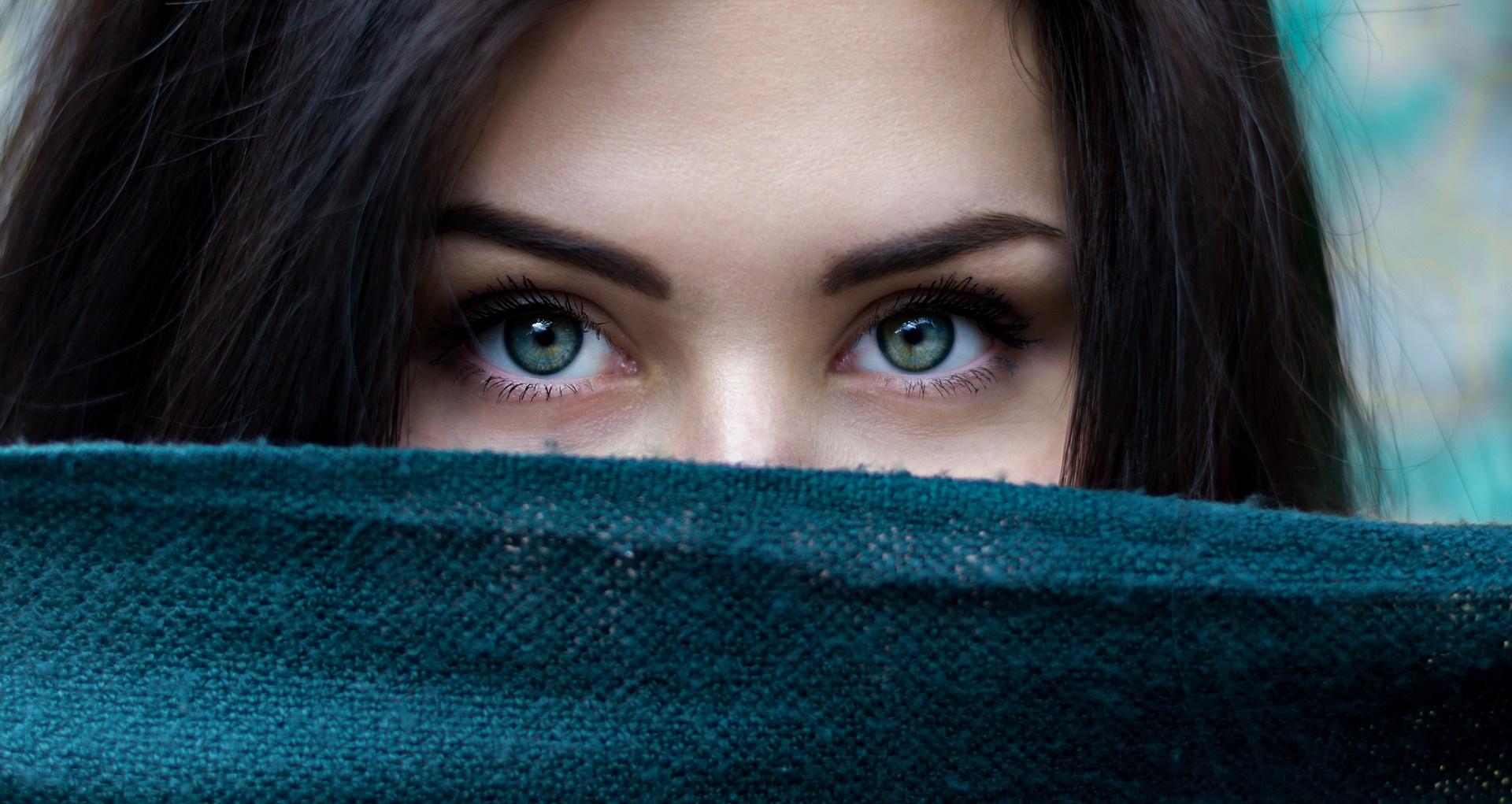 Eyebrow and eyelash colouring and treatments